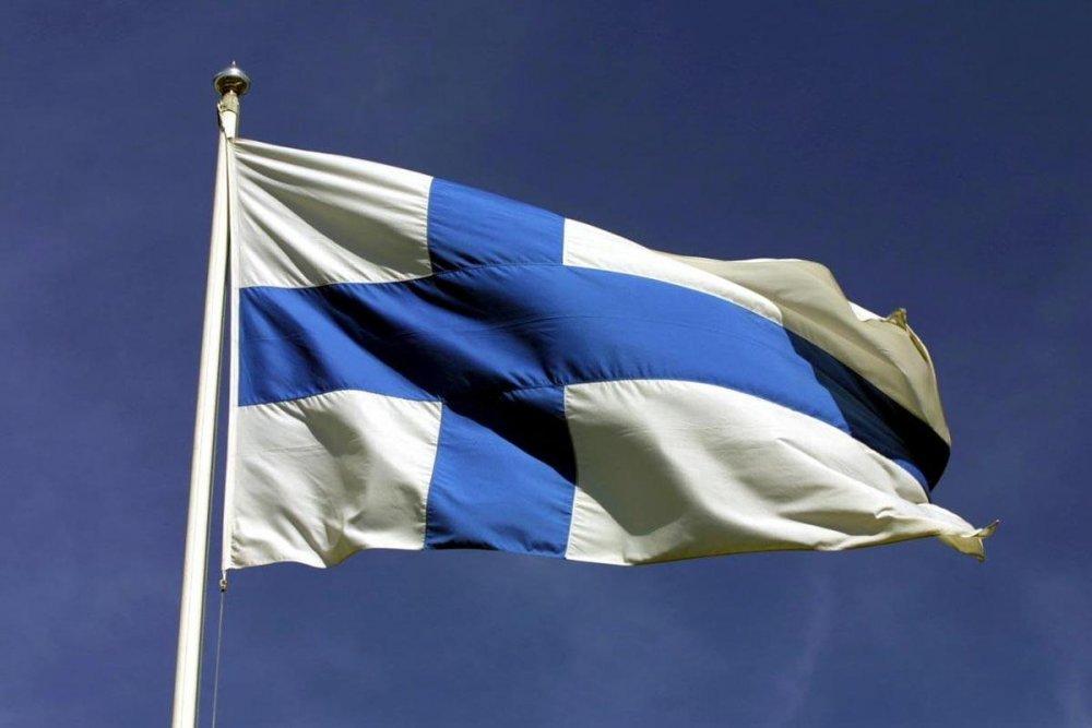 Lippu salkoon aattoiltana – Juhannuksena juhlitaan Suomen lippua – Forssan  Lehti