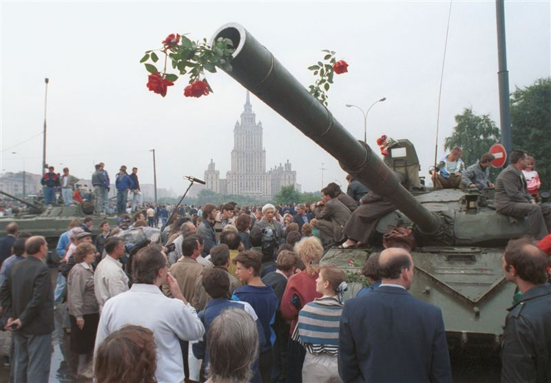 1991_Soviet-coup-attempt_street-protests