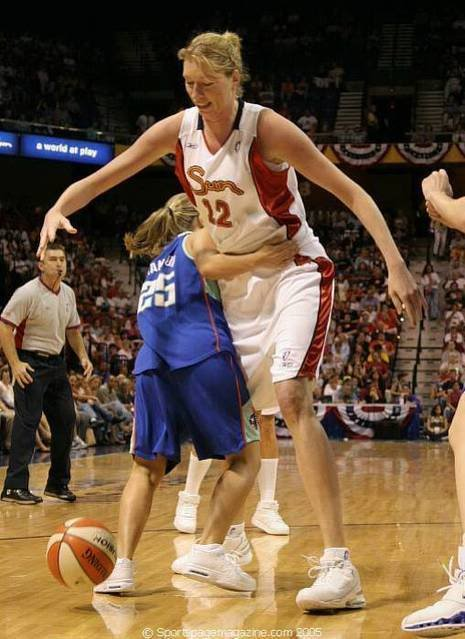 Tallest-Giant-Women-in-The-World-13.jpg