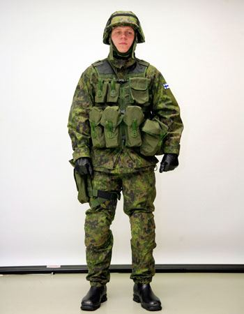soldiers_military_field_combat_uniforms_