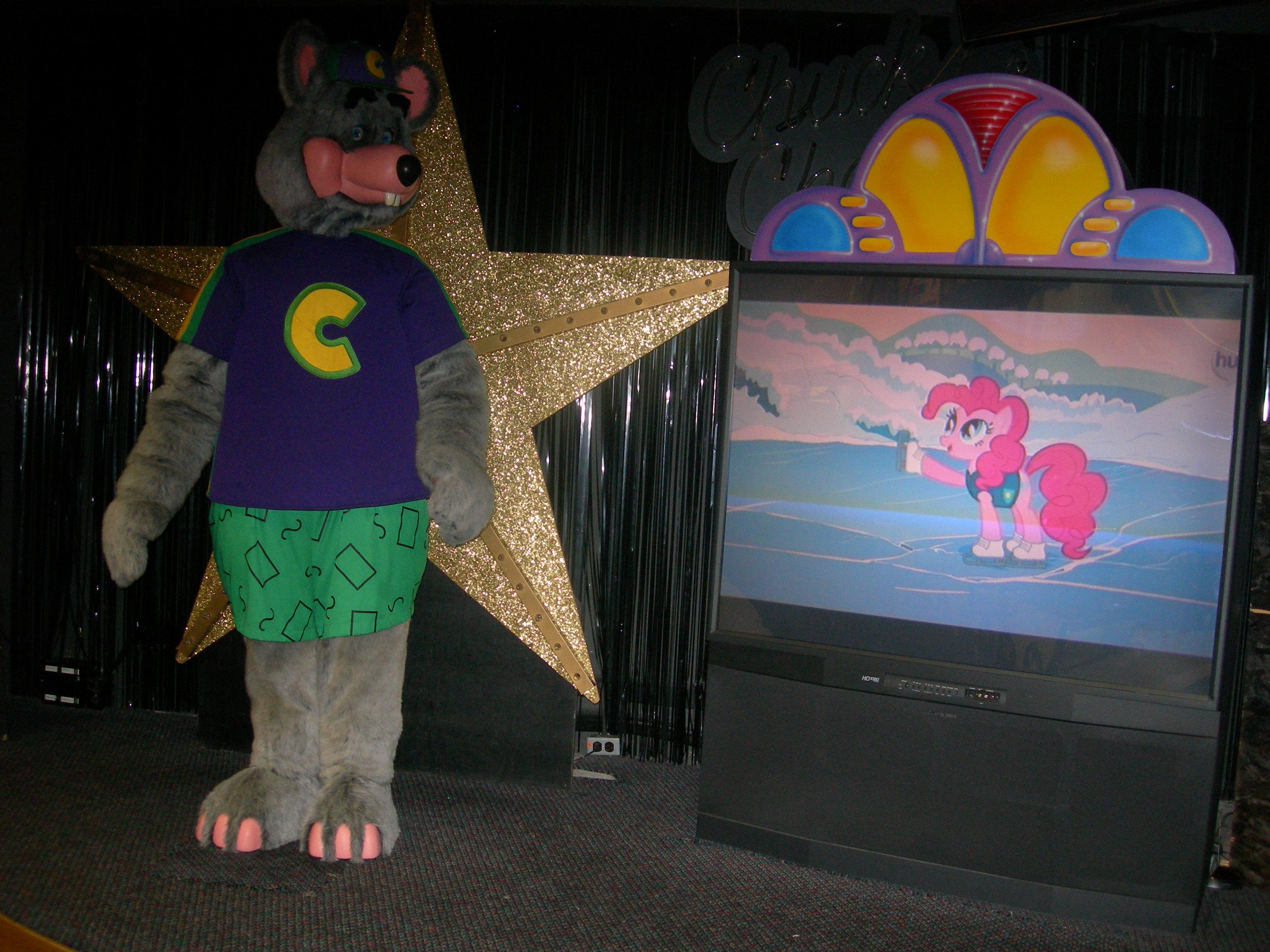 Chuck E Cheese Characters On Stage 2014