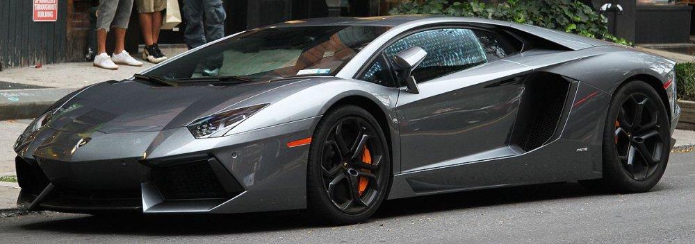 Aventador._(7924516976)_(cropped).thumb.jpg.af159f3eb06ec758f840140cf0a16fd3.jpg