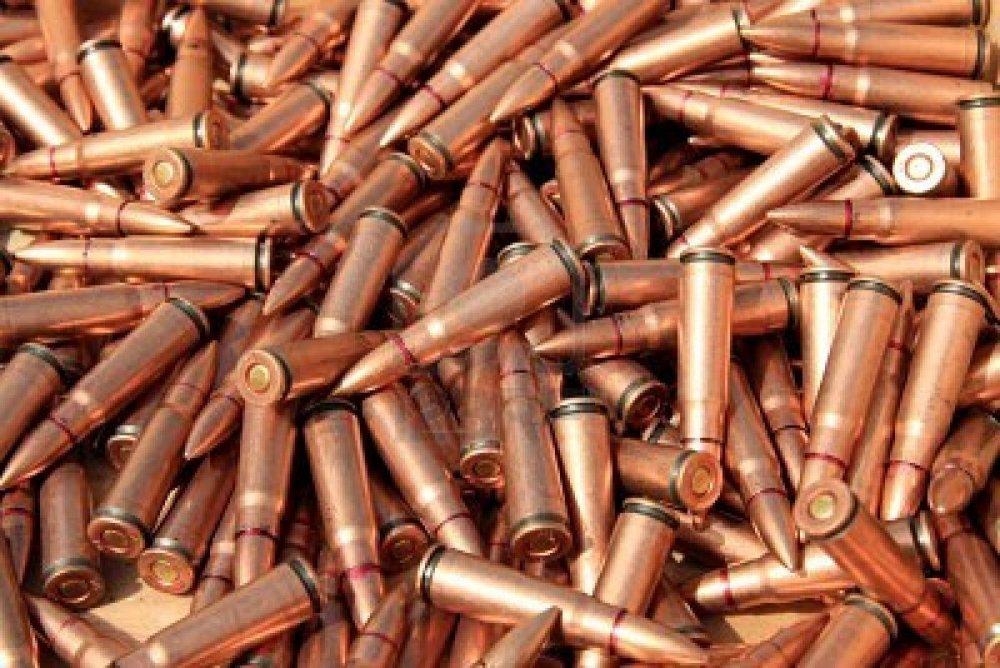tmp_698-12182865-gros-plan-sur-des-photos-des-tas-de-balles-de-fusil-1237733266.jpg